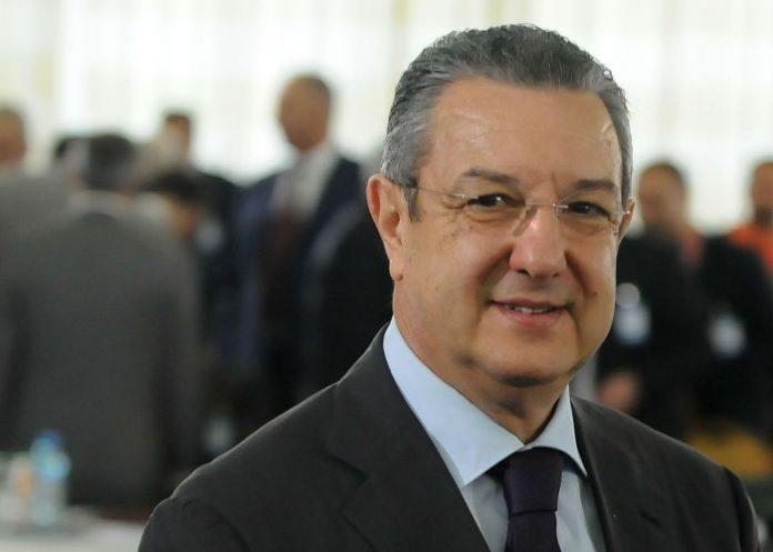 Photo of Vu à la télé : Un menuisier devenu ministre des finances !