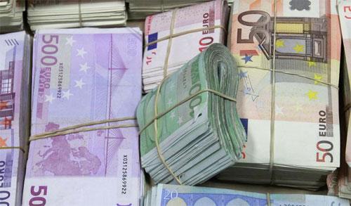 Photo of Exonérés de déclaration douanière : 5000 euros pour tout voyageur algérien