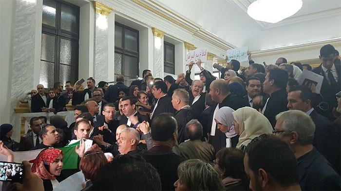 Photo of Contre le 5 ème mandat: L'honorable objection des avocats
