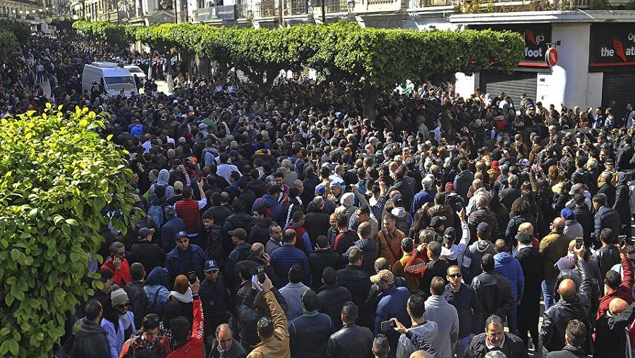 Photo of L'intimidation n'a pas marché : Les Algériens rejettent Bensalah