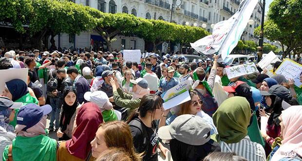 Photo of Les étudiants maintiennent la pression .